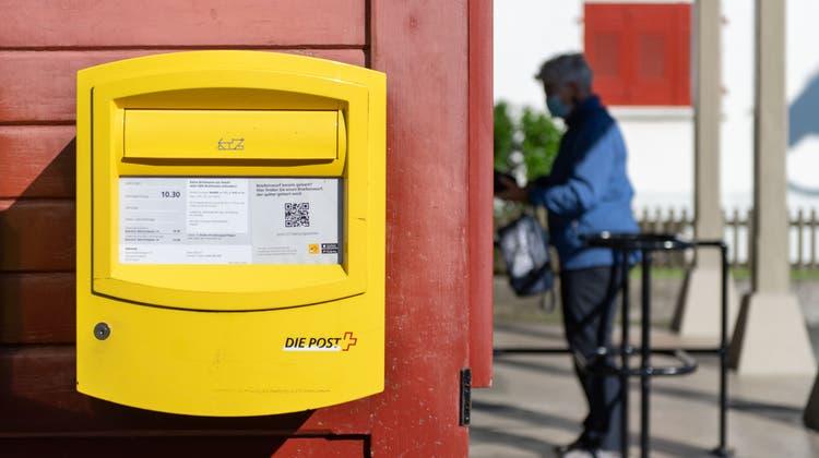Auch dieser Briefkasten bei der Stanserhornbahn wird nur werktags geleert. (Bild: Eveline Beerkircher (Stans, 10. Juni 2021))