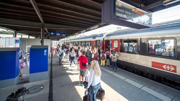 Kantonsangestellte sollen durch das Job-Ticket animiert werden, an ihren Arbeitsort beispielsweise nach Liestal mit dem Zug zu fahren statt mit dem Auto. (Kenneth Nars / Archiv)