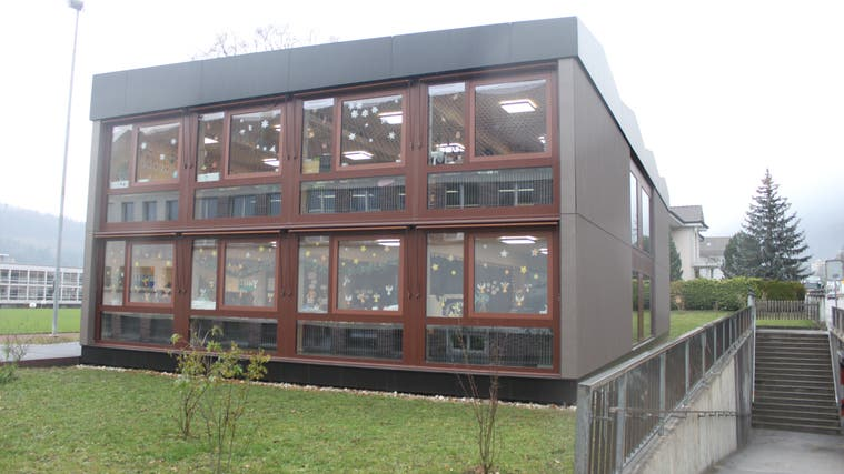Der erst 2018 gebaute Schulhauspavillon genügt noch nicht. Es braucht bald noch mehr Schulraum. (Andreas Toggweiler)