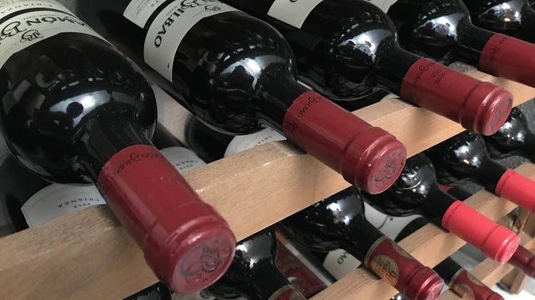 Ein Dieb klaute teure Weinflaschen aus einem Lagerraum. (Symbolbild) (Pixabay)