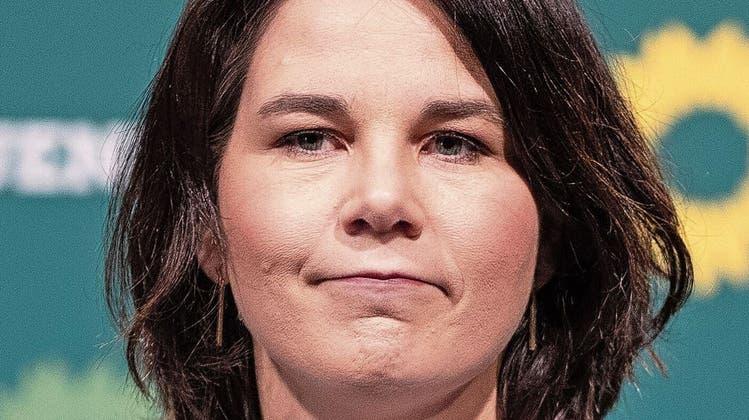 Annalena Baerbock fälscht ihren Lebenslauf – und die Grünen sehen rot