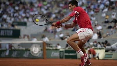 Novak Djokovic hat Titelverteidiger Rafael Nadal bezwungen und spielt nun gegen Stefanos um seinen zweiten Turniersieg bei Roland Garros. (Keystone)