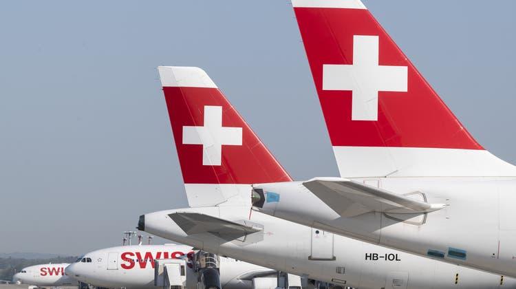 Die Swiss verzeichnet deutlich mehr Buchungen für den Sommer, kann weiterhin von den staatlich gedeckten Bankenkrediten Geld beziehen und profitiert von Kurzarbeit: Dennoch werden kommende Woche Entlassungen ausgesprochen. (Ennio Leanza / KEYSTONE)