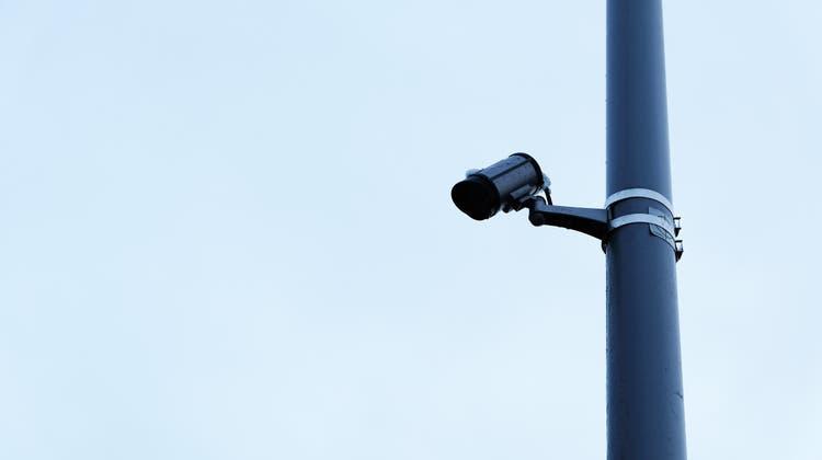 Videoüberwachung an öffentlichen Orten nimmt im Limmattal zu. Seit Ende 2020 überwacht beispielsweise die Gemeinde Oberengstringen neu ihre Recycling-Sammelstellen. (David Egger)