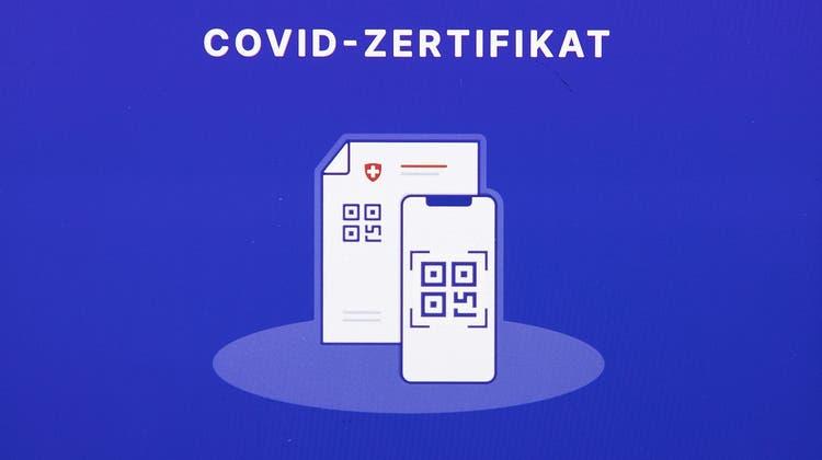 Via SMS erhält man einen Link um das Zertifikat herunterzuladen, um es auszudrucken oder in die Covid Certificate App zu laden. (Archivbild: Peter Klaunzer/Keystone)
