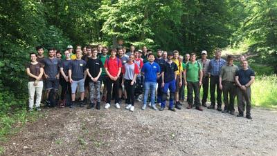Beim «Event für Lernende» besuchten rund 30 Lehrlinge aus verschiedenen Berufen die Förster und Jäger von Frick. (zvg/Daniel Müller)