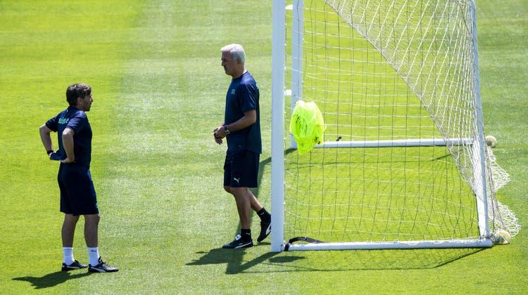 Nationaltrainer Vladimir Petkovic (rechts) und Assistent Antonio Manicone: Wie wird man über das Duo nach der EM urteilen? (Bild: Jean-Christophe Bott/KEYSTONE)