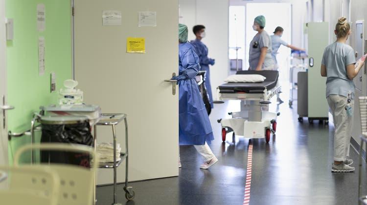 Nicht jedes Spital ist für alle Arten von Eingriffen gleich gut geeignet. (Gaëtan Bally/Keystone)