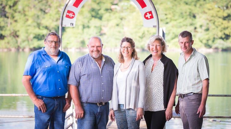 Vier der Mitglieder des Gemeinderats Wallbach traten wieder an, nurGemeindeammann Paul Herzog (links) nicht mehr. (Justine Speissegger / Aargauer Zeitung)