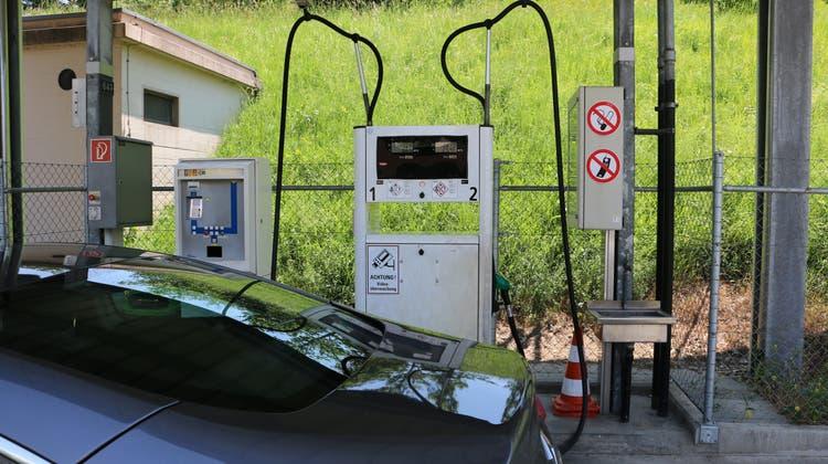 In wenigen Tagen wird Energiedienst die Tankstelle auf dem Areal des Wasserkraftwerks in Laufenburg schliessen. (Dennis Kalt / Aargauer Zeitung)