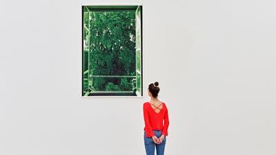Installationsansicht «Nature Culture» mit Philippe Parrenos Tannenbaum und Wolken von Tacita Dean. (Mark Niederman)