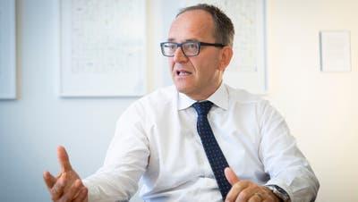 Der bisherige UBS-Regionalleiter Hanspeter Thür gibt das Amt im August ab. (Bild: Ralph Ribi)
