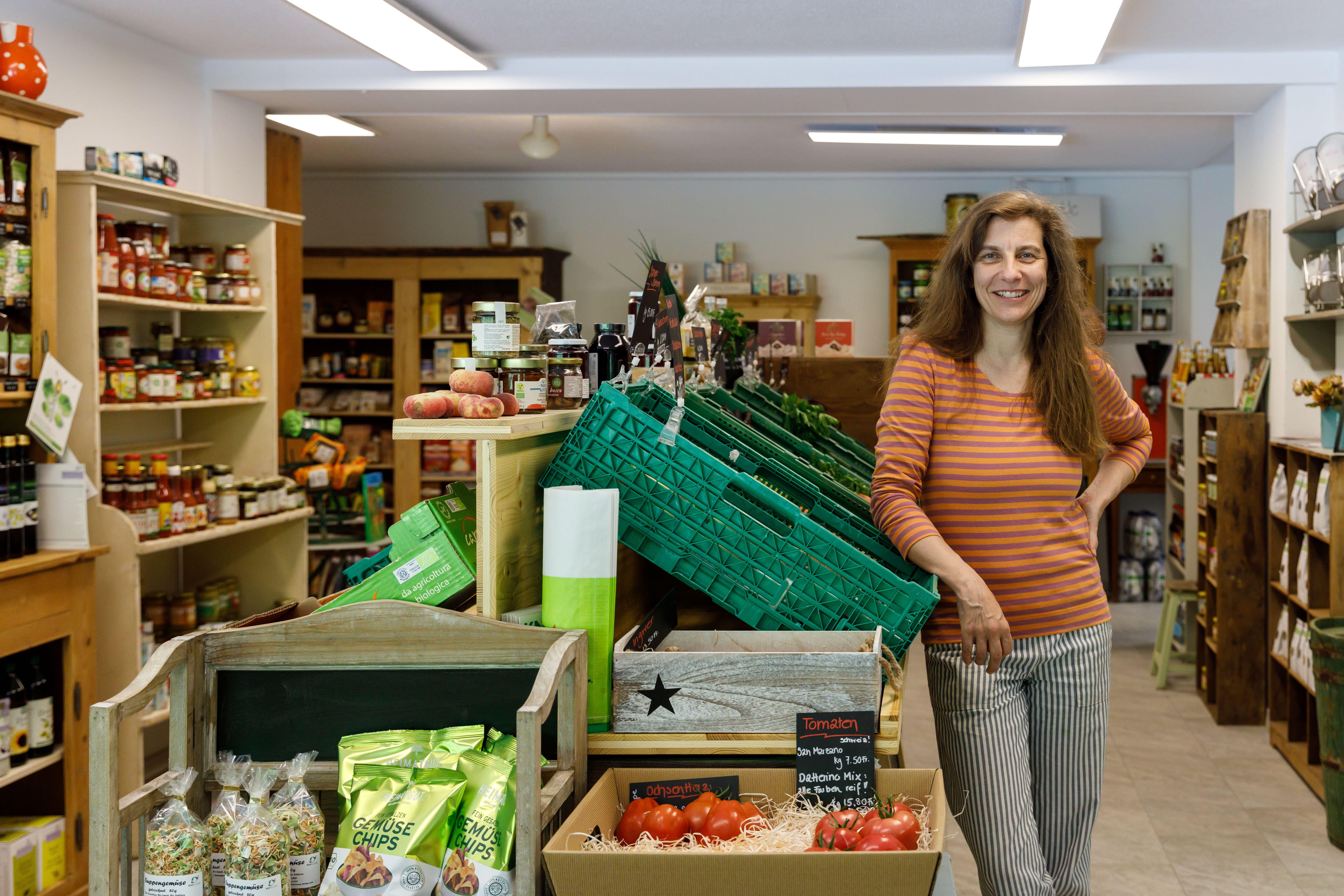 In der Chäsi Riedholz gibt es wieder einen Laden. Die neue Betreiberin Renate Arn.