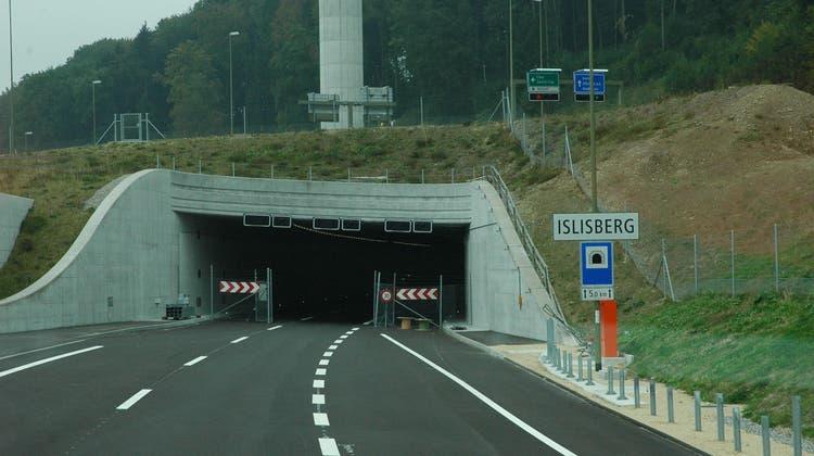 Bevor er im September 2018 im Islisbergtunnel erwischt wurde, drückte er drei Minuten zuvor schon auf der Autobahn A3 Richtung Bern/Basel/Luzern das Gaspedal durch und überschritt dort die Limite um 37 km/h. (Archivbild: Matthias Scharrer)