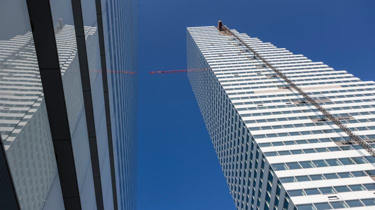 Das Element der grossen Wendeltreppe, wie sie schon in viel älteren Roche-Bauten anzutreffen ist, wurde beim zweiten Turm erneut eingesetzt. (Kenneth Nars)