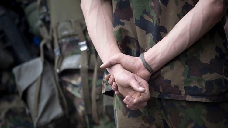 Obwohl ihre Aufgaben hohe Zustimmung in der Bevölkerung finden, hat die Armee nicht mehr den gleichen Stellenwert wie einst. (Bild: Urs Jaudas)