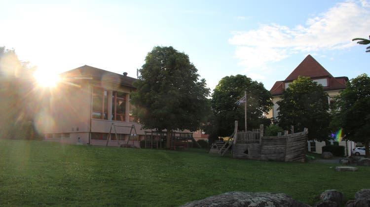 Die Sonne für den Antrag auf eine zweite Sporthalle in Dietwil ging an der Gemeindeversammlung unter. Nur die alte Mehrzweckhalle wird saniert. (Andrea Weibel)