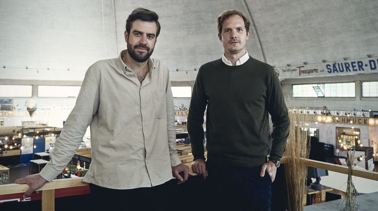 """Silvio Schubiger (l.) und Michael Hug von der """"Baukult"""", der Freiwilligen Denkmalpflege. (Bild: Roland Schmid (11. Juni 2021))"""