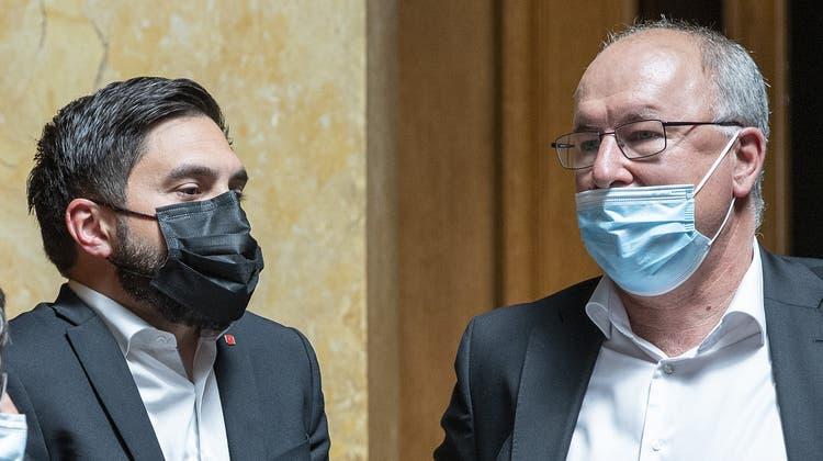 Ein bisschen uneins über die Europapolitik der schweiz: SP-Co-Präsident Cédric Wermuth und Gewerkschafts-Präsident Pierre-Yves Maillard (r.). (Keystone)