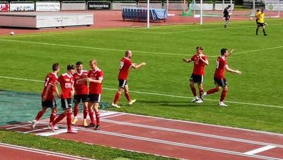 Die Spieler bejubeln das erlösende 2:0 von Robin Hänggi. (Esteban Waid)