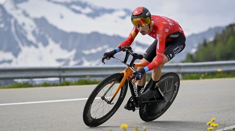 Gino Mäder demonstrierte nach zuletzt schwächeren Etappen wieder sein Können und beendete das Zeitfahren auf dem dritten Platz. (Keystone)