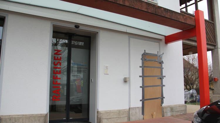 Die Raiffeisenbank hat die Beratungsbank in Zeihen geschlossen und den Bancomaten Mitte Dezember 2020 zurückbauen lassen. (Claudia Meier (2. Januar 2021))
