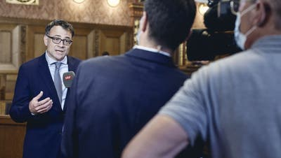 Sieg in seiner ersten Abstimmung als Basler Wirtschaftsdirektor: Kaspar Sutter (SP) steht am Sonntag im Fokus der Medien. (Roland Schmid (13. Juni 2021))