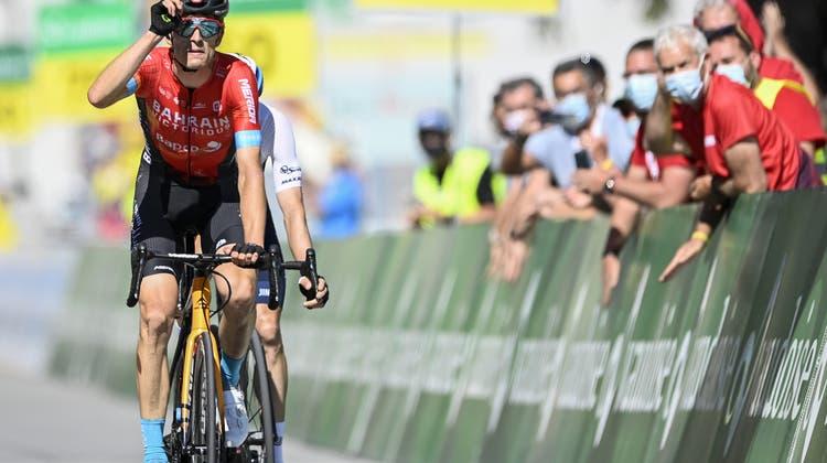 Gino Mäder freut sich über seinen Etappensieg, der gesamthaft dritte Erfolg für einen Schweizer Fahrer an der Tour de Suisse. (Keystone)