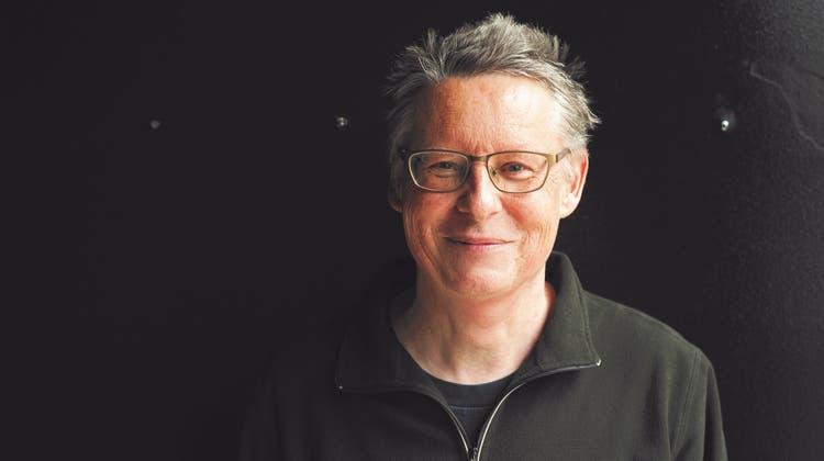 Thomas Widmer liebt es,eine Sammlung der grössten Nebensächlichkeiten der Welt zu erzählen (Tom Haller / Echtzeit Verlag)