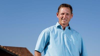 Der neue Gemeindepräsidenten Patrick Meier beim seinem Hof am Degenmoosweg. (Hanspeter Bärtschi)