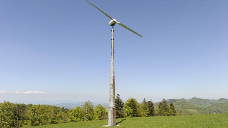 Die WKA Sool war die erste netzgekoppelte Windkraftanlage der Schweiz. Doch 2019 ging sie kaputt, die Reparatur lohnt sich nicht mehr. (Kenneth Nars)