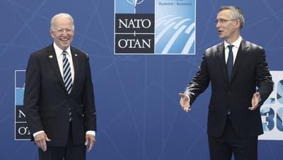 US-Präsident Biden und Nato-Generalsekretär Stoltenberg in Brüssel. (Keystone-sda)