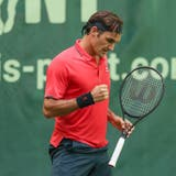 Roger Federer startet mit einem Sieg in die Rasensaison. (Friso Gentsch / dpa)
