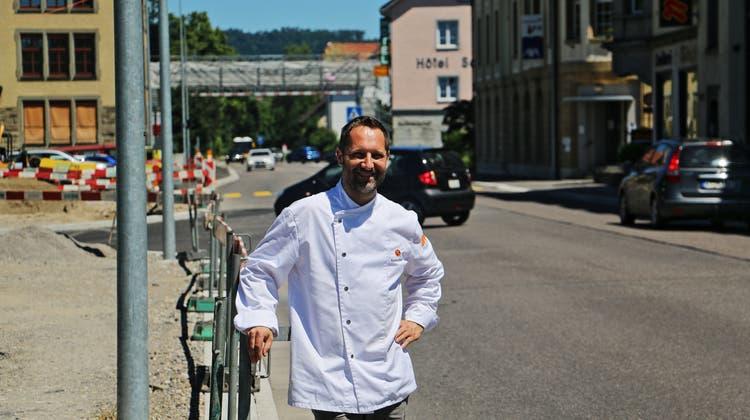 Roman Maier, Geschäftsführer der Bäckerei Maier, freut sich auf die Fertigstellung der Kantonsstrasse durch Laufenburg. (Dennis Kalt)