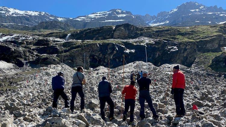 Trotz rasch begonnener Suche konnte der vermisste Walliser im Lawinenkegel von Bagnes bislang nicht gefunden werden. (Kapo VS)