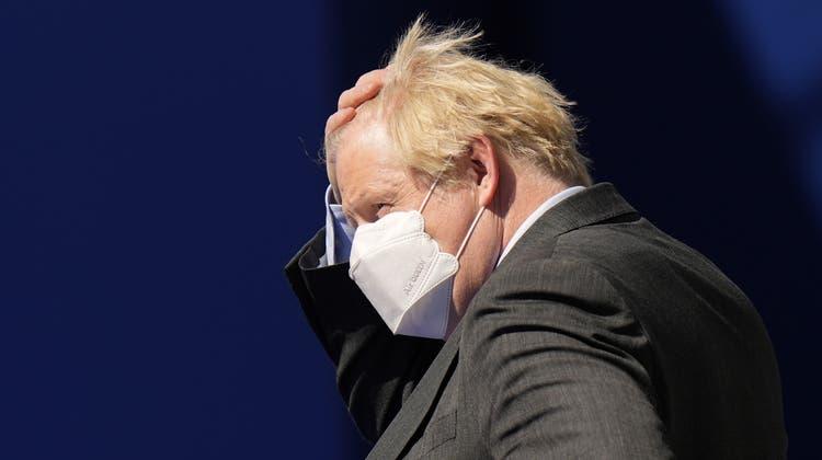 Der britische Premierminister Boris Johnson (rechts) bei seiner Ankunft zum Nato-Gipfel in Brüssel. (Keystone)