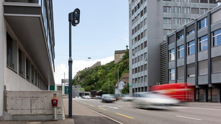 Am 1. Juli 2020 ging der Blechpolizist auf der Badener Gstühl-Kreuzung in Betrieb. (Severin Bigler / BAD)