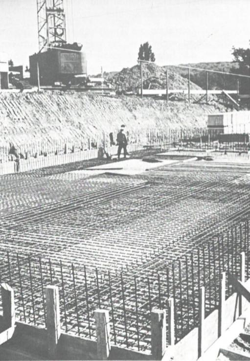 Die Aushubarbeiten begannen aufgrund des langen Winters 1969/1970 mit etwas Verspätung erst im Mai anstatt im März.