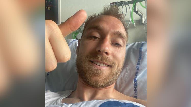 Daumen hoch: Fussballer Eriksen meldet sich aus dem Spital