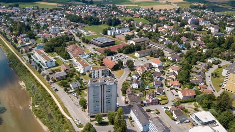 Im Zentrum der Drohnenaufnahme die Schulanlage Bleichematt/Mühlematt. (Oliver Menge)