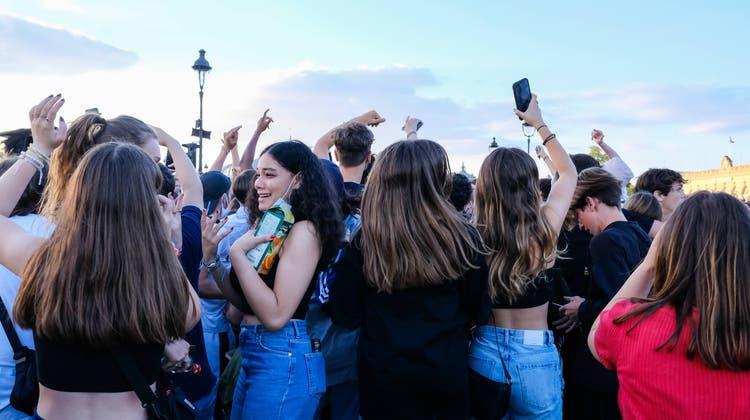 «Tut das gut, Dampf abzulassen»: Frankreichs Jugend ist in Feierlaune. (Bild: Imago (Paris, 12. Juni 2021))