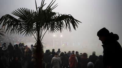 Etwas viel Nebel: das Challenge-League-Spiel zwischen dem dem FC Winterthur und dem FC Zürich im Stadion Schützenwieseam Montag, 12. Dezember 2016. (Bild: Ennio Leanza (Keystone))