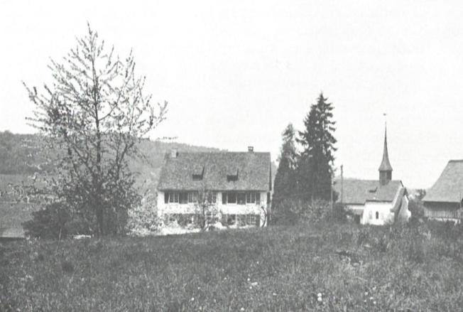 Auf dem Gelände hinter dem Pfarrhaus sollte die Neue Kirche zu stehen kommen.