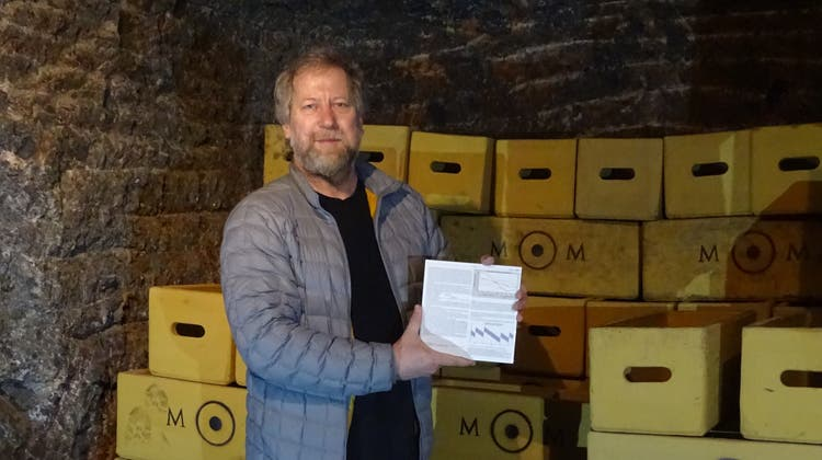 Martin Kunze vor denKeramikkontainern, wo die Platten archiviert werden. (Bild: Martin Kunze/MOM)