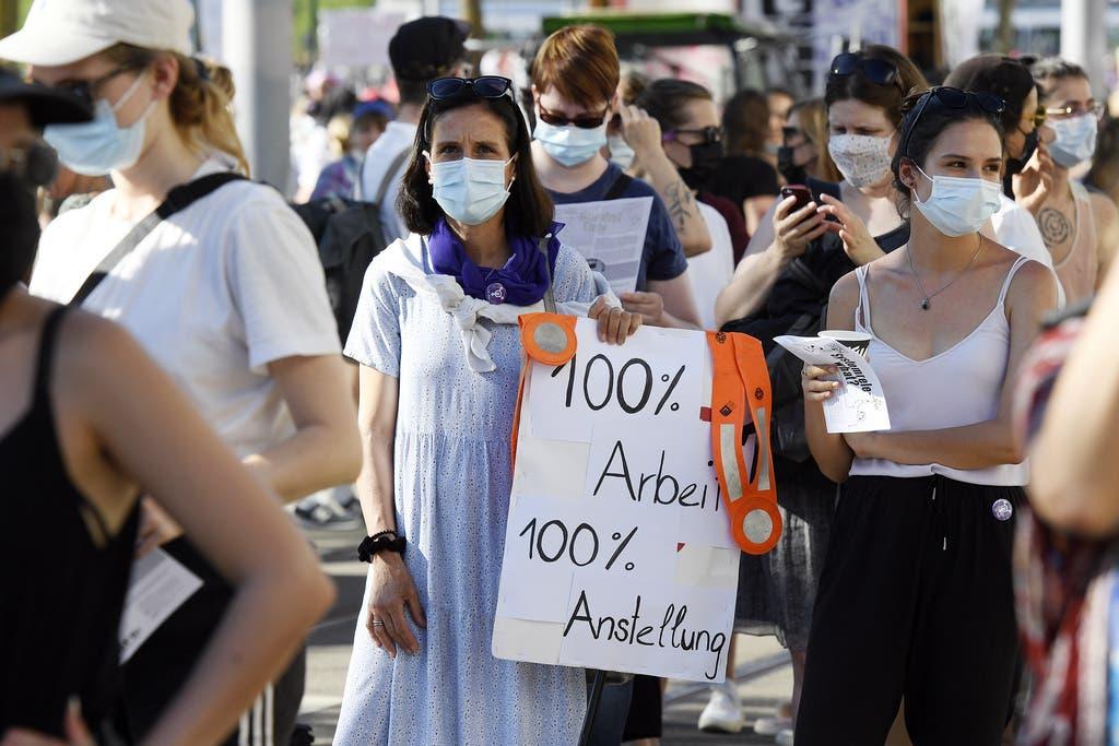 Sie demonstrierten unter anderem für Lohngerechtigkeit und Anerkennung der Care-Arbeit.
