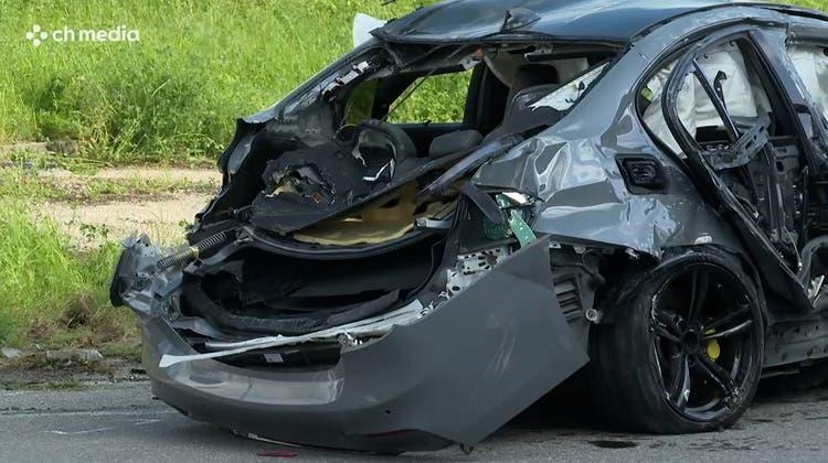 Der völlig zerstörte BMW.