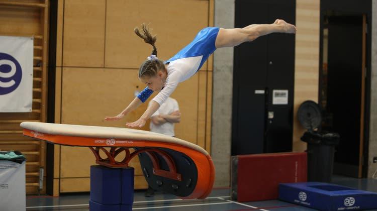 Da kommt eine Schweizer Meisterin geflogen. Die für Urdorf startende Schlieremerin Francesca Savo holte mit zwei Kolleginnen für den Kanton Zürich den Team-Meistertitel. (Harald Von Mengden)