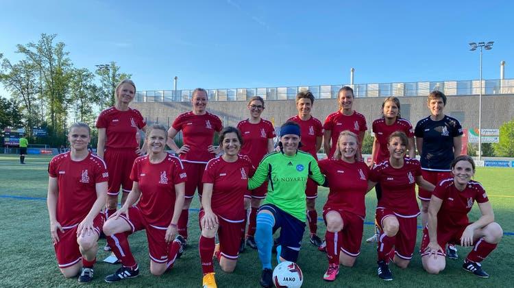 So sehen Siegerinnen aus: Die Frauen des FC Helvetia nach dem Match gegen den FC Wyler. (Twitter)