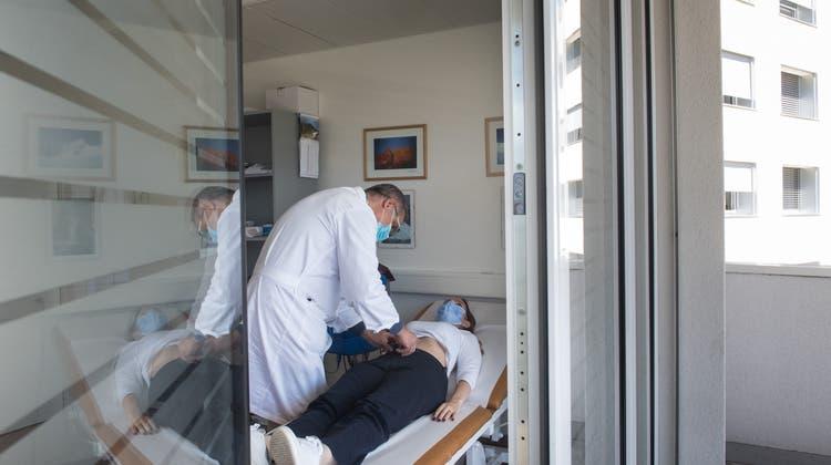 Long-Covid-Fälle sollen auch in der Schweiz systematisch erfasst und begleitet werden. (Symbolbild) (Keystone)