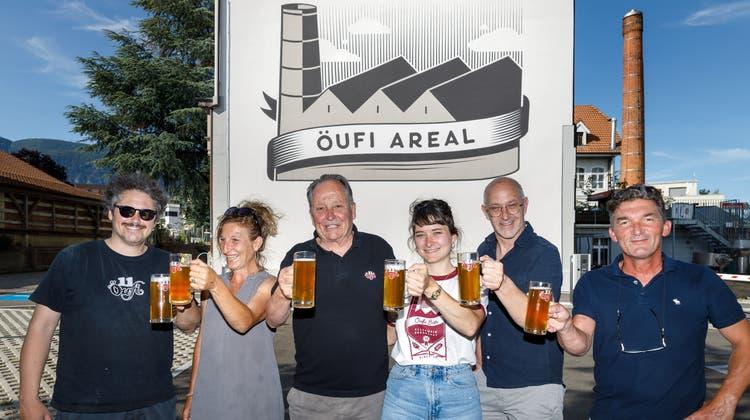 Wandmalerei Öufi-Brauerei: v.l. Moritz Künzle, Lola de Bernardini, Alex Küenzli, Louise Künzle, Werner Feller, Claudio Mombelli. (Hanspeter Bärtschi)